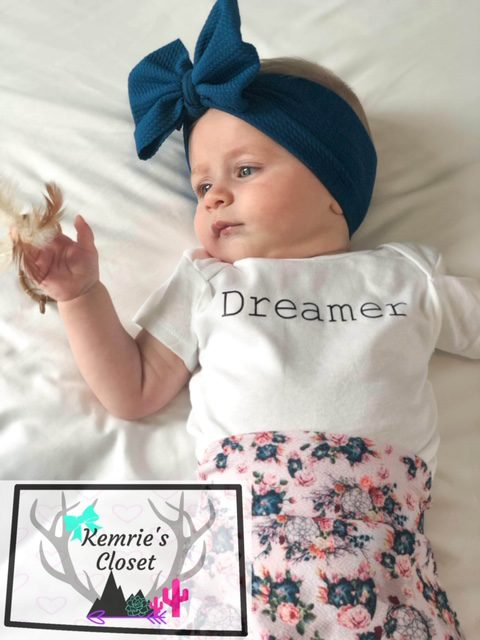 Dreamer Outfit - Model Riley