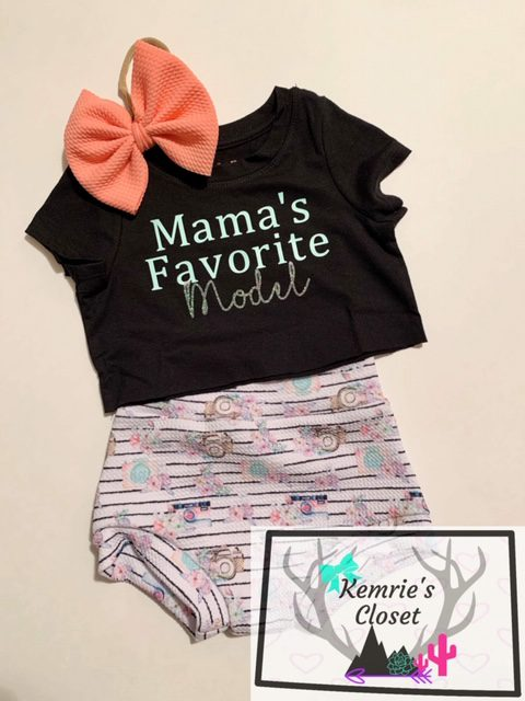 Mama's Favorite Model Crop Outfit